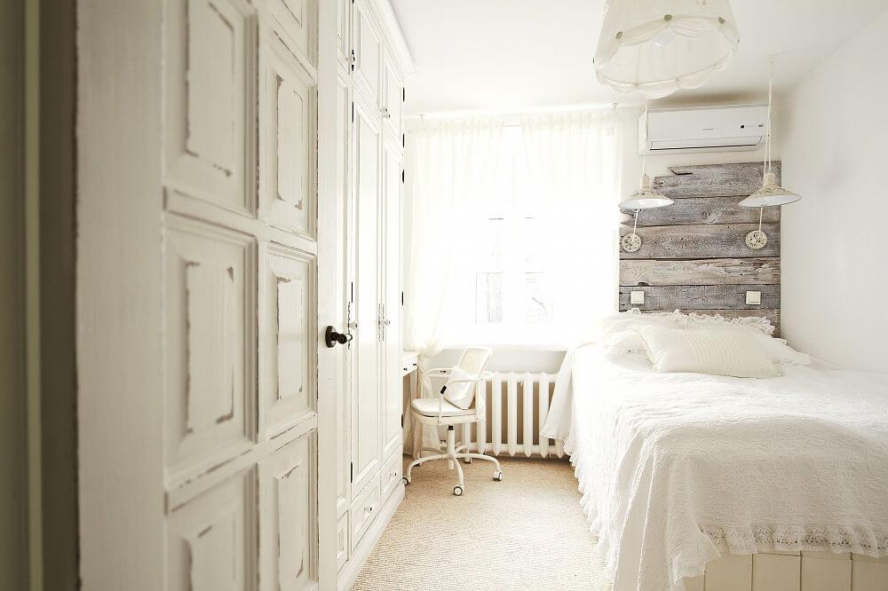 Просторная комната с балконом